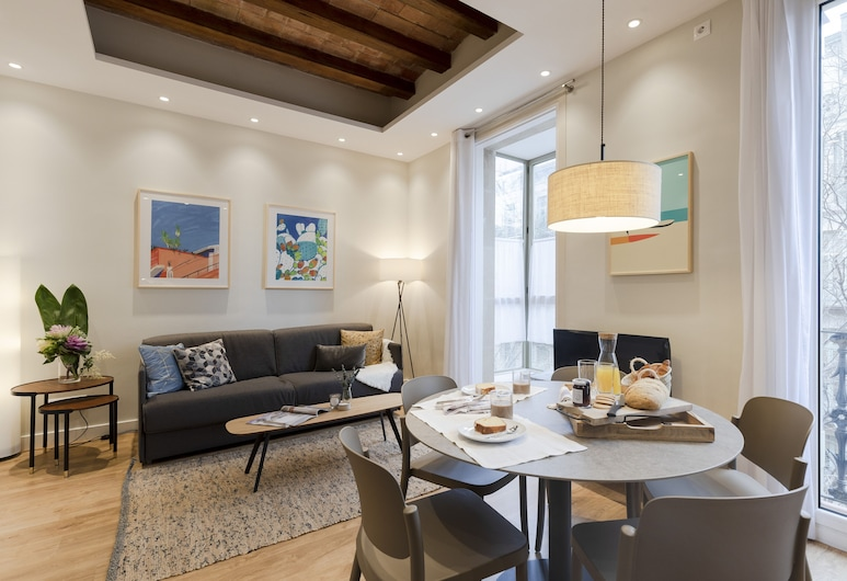 Aspasios Urquinaona Design, Barcelona, Standard Apartment, 2 Bedrooms, City View, Living Room