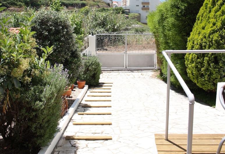 Ericeira Chill Hill Hostel & Private Rooms - Peach Garden, Mafra, Giardino