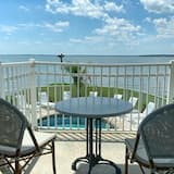 Luxury Penthouse, 1 King Bed, Fireplace, Bay View (Jacuzzi South Beach) - Balcony