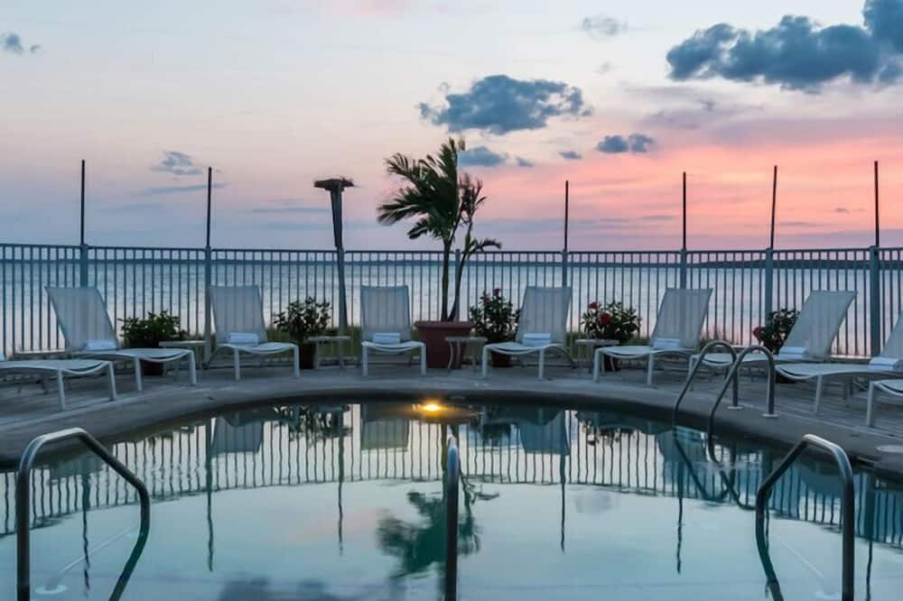 Luxury Penthouse, 1 King Bed, Fireplace, Bay View (Jacuzzi South Beach) - Balcony View