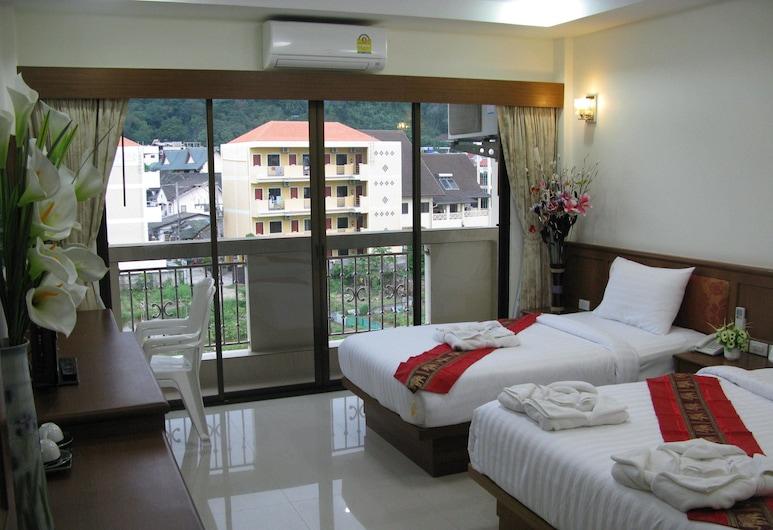 Sabai Inn Patong, Patong, Superior Triple Room, Vierashuone