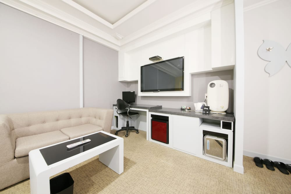Deluxe Twin Room, 1 Bedroom, Non Smoking, Jetted Tub - Living Area