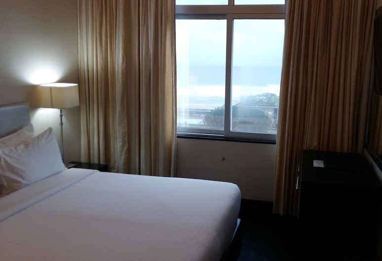 Parade Hotel, Durban, Room, 1 Queen Bed, Partial Sea View, Guest Room View