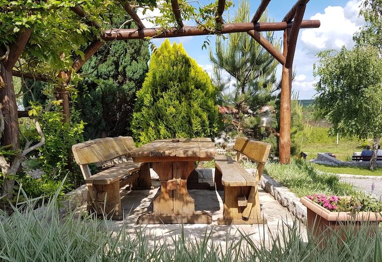 Plitvicka vila, Rakovica, Jardin