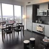Condominio de lujo, 2 habitaciones, acceso a la piscina, vista a la ciudad - Sala de estar