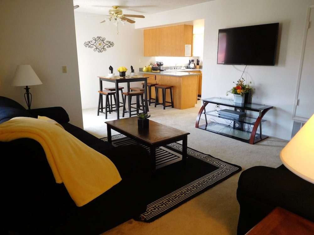 Whispering Meadows Apartments, Bakersfield