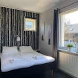 Basic Double Room, 1 Double Bed, Shared Bathroom - Guest Room
