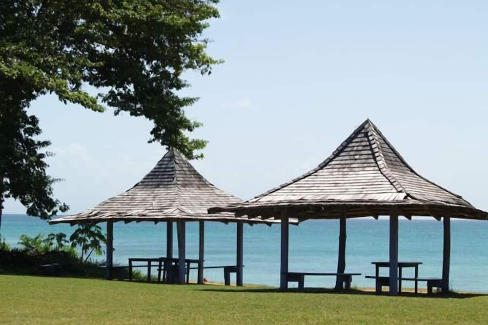 Canoe Bay Beach Resort