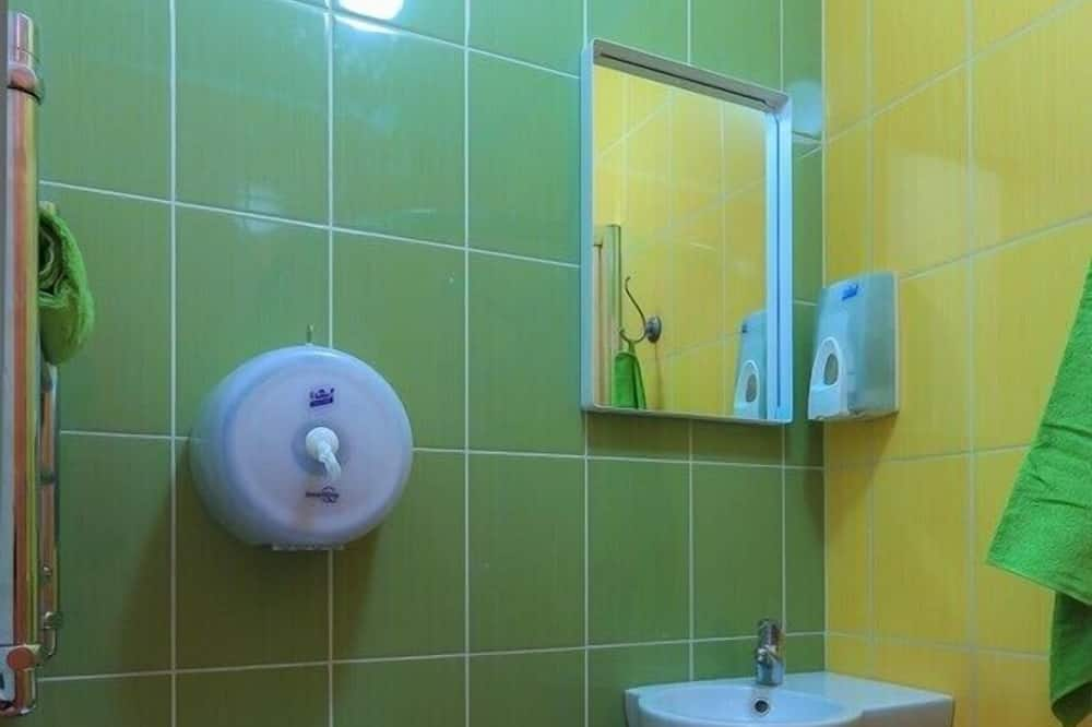 Spoločná zdieľaná izba, len pre mužov (Six Beds) - Kúpeľňa