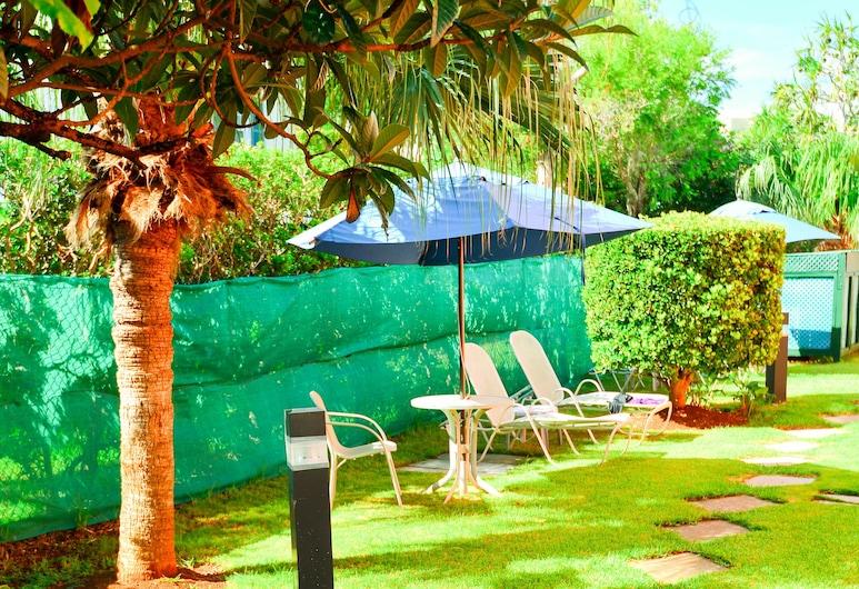 Dawkins Manor Hotel, Paget, Garden
