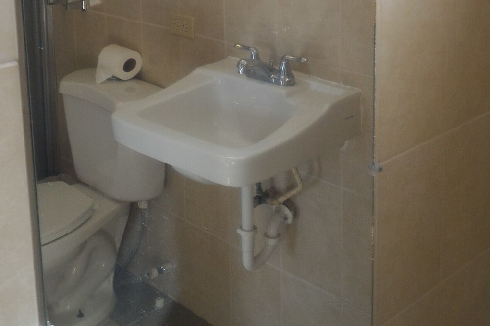 Standard-dobbeltværelse - 2 dobbeltsenge - Badeværelse