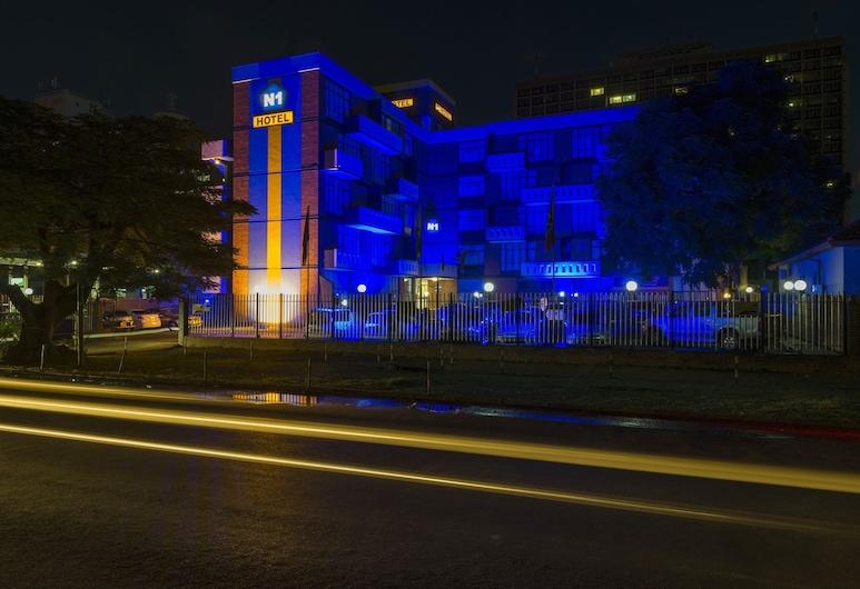 哈拉雷 N1 飯店, 哈拉雷, 飯店入口 - 夜景
