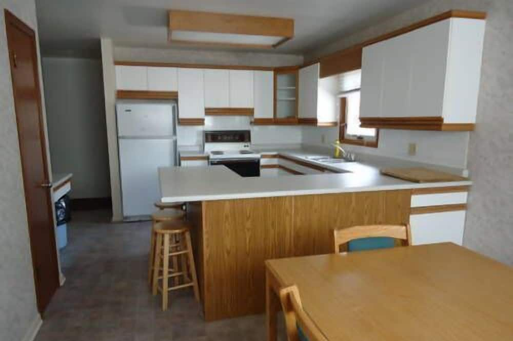 Suite, 3 Bedrooms - In-Room Kitchen