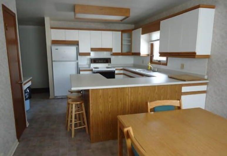 Lake-Vu Motel, Kenora, Suite, 3Schlafzimmer, Küche im Zimmer