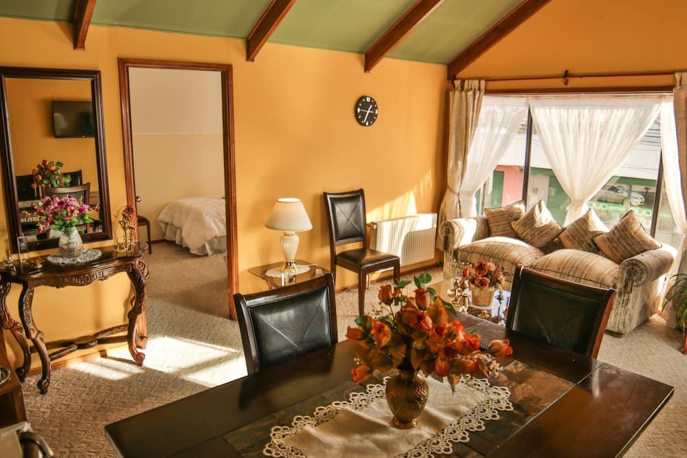 Семейный люкс, 2 спальни, холодильник и микроволновая печь - Зона гостиной