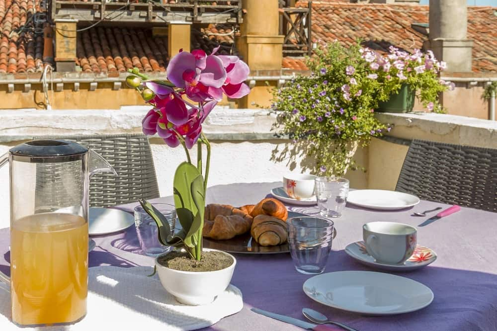 Deluxe Apartment, 2 Bedrooms (Apt 2 Check-in is at Santa Croce 515) - Terrace/Patio