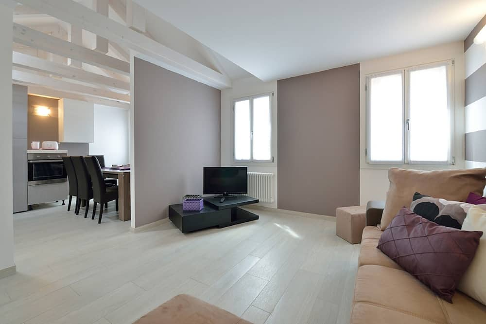 Deluxe Apartment, 2 Bedrooms (Apt 2 Check-in is at Santa Croce 515) - Living Area