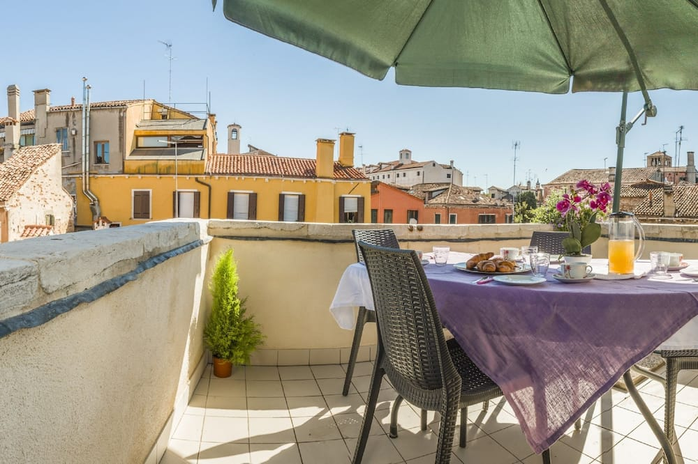 Deluxe Apartment, 2 Bedrooms (Apt 2 Check-in is at Santa Croce 515) - Balcony
