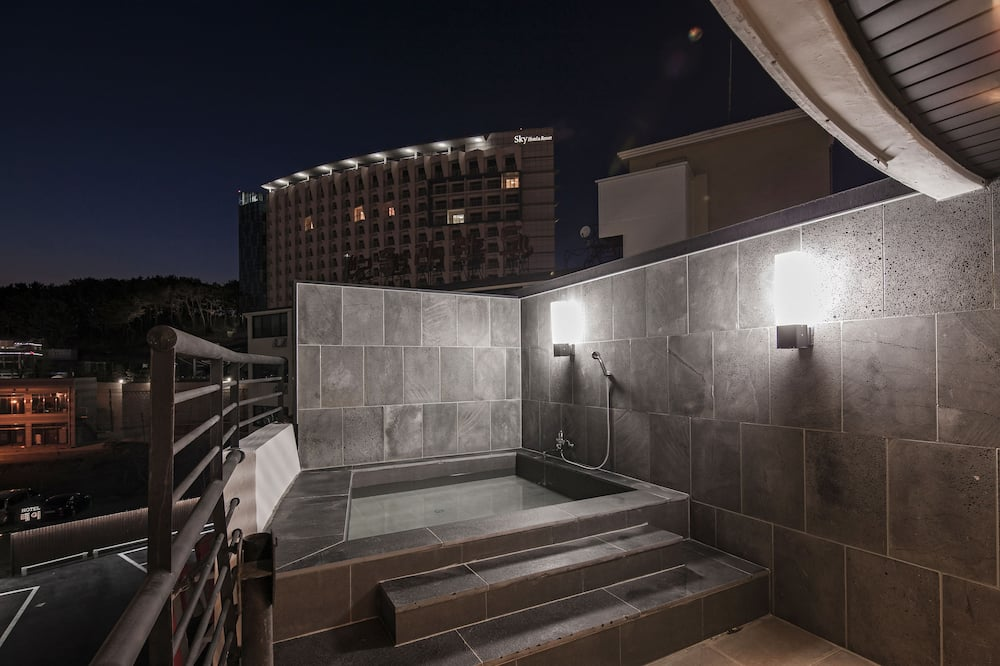 Deluxe Double Room - Outdoor Spa Tub