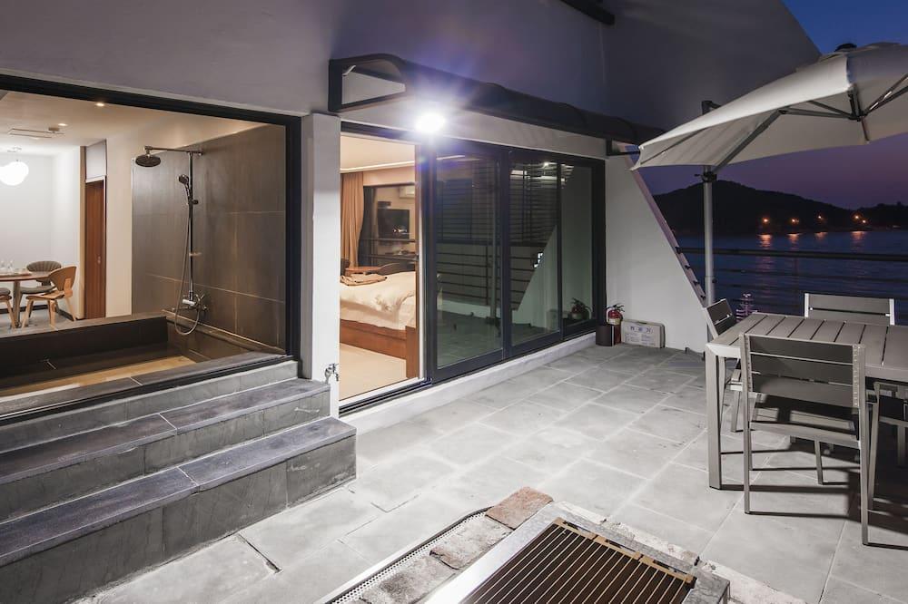 Suite Party Room - Terrace/Patio