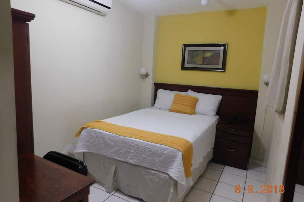 Double Room, Courtyard View - Bathroom