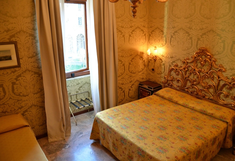 Des Epoques Hotel, Rome, Triple Room, Guest Room
