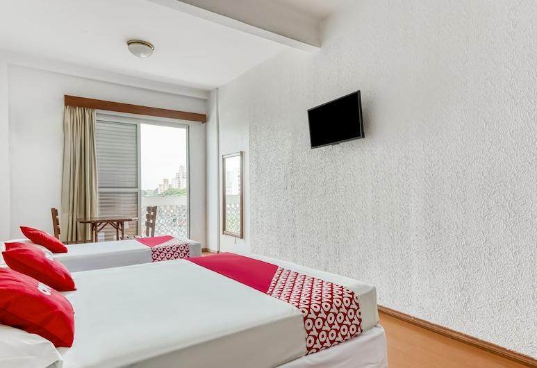 OYO Opala Avenida - Campinas Centro, Campinas, Triple Room, Multiple Beds, Guest Room