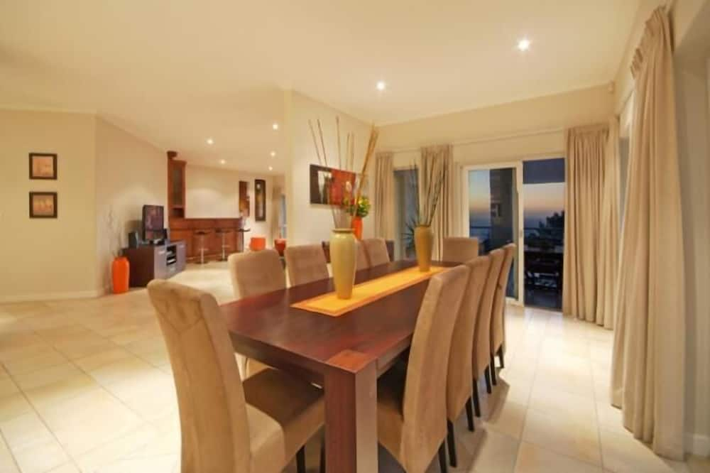 6 Bedroom Apartment - In-Room Dining