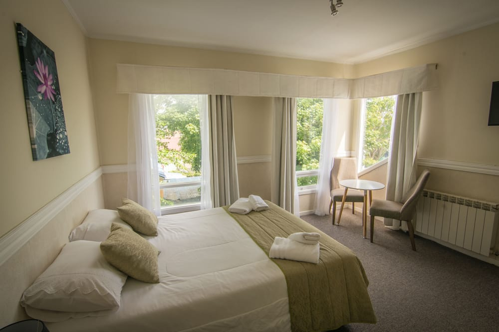 Standard Twin Room, 2 Twin Beds - Guest Room View
