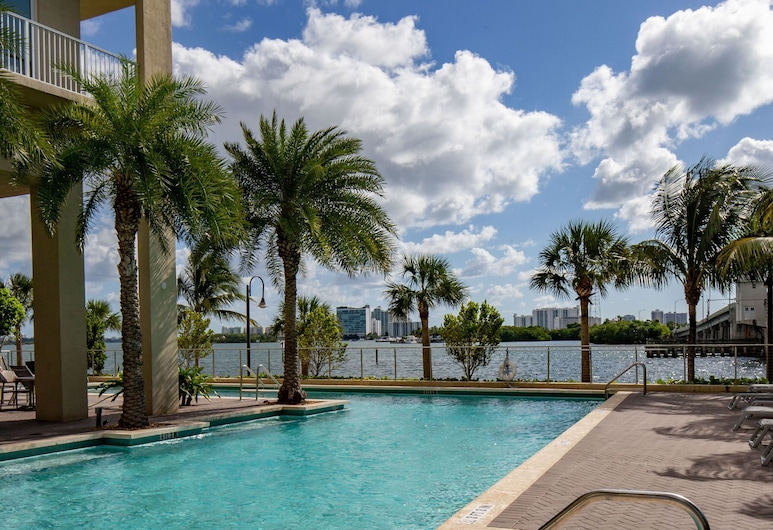 Mare Azur Miami Luxury Apartments by Grand Bay, Miami, Outdoor Pool