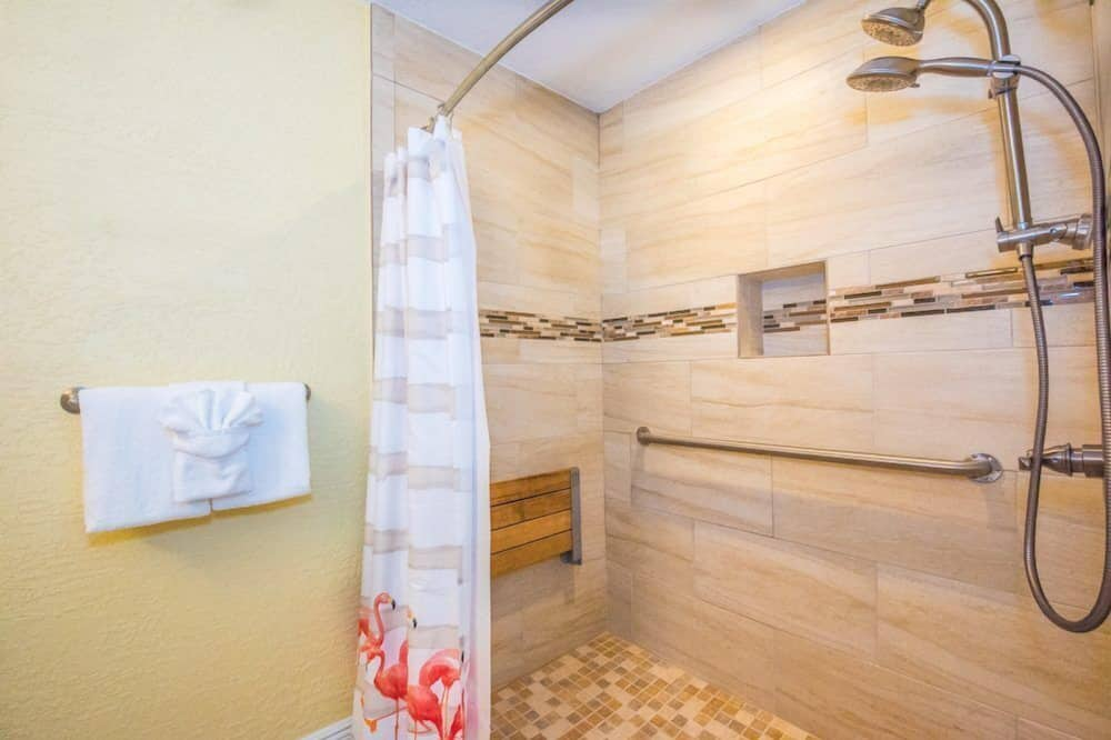 코티지, 퀸사이즈침대 2개 (Room 24) - 욕실