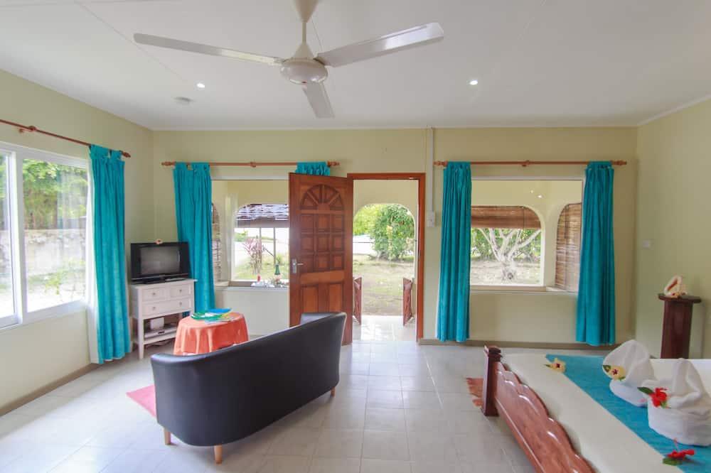 Standard Studio Suite, Partial Sea View - Living Area