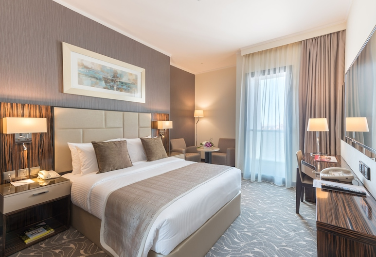 Hawthorn Suites by Wyndham Abu Dhabi City Centre, Abu Dhabi, Deluxe Room, 1 Queen Bed, Non Smoking, Guest Room