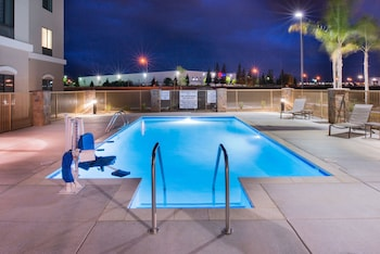 Foto Holiday Inn Express & Suites Bakersfield Airport di Bakersfield