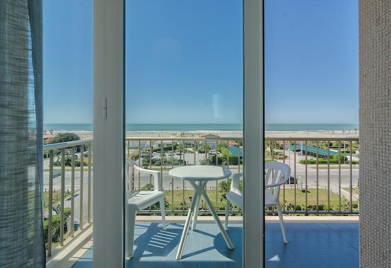Hotel Brasilia, Pietrasanta, Pokój dwuosobowy, Łóżko podwójne, balkon, widok na morze, Balkon