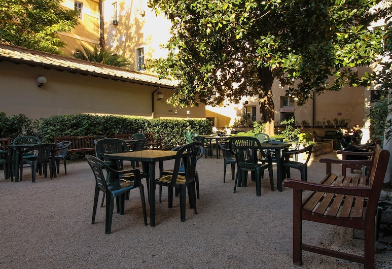 Orsa Maggiore Hostel for Women Only, Rome, Garden