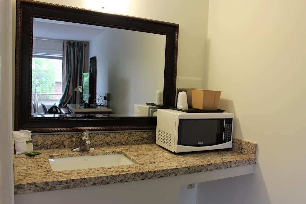 Comfort Δωμάτιο, 1 Queen Κρεβάτι, Φούρνος Μικροκυμάτων - Μπάνιο