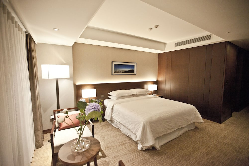 Morning Set Package (Deluxe Room, 1 King Bed & Continental Breakfast) - Θέα στην πόλη