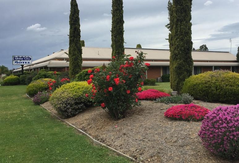 Glider City Motel Benalla, Benalla, Garden