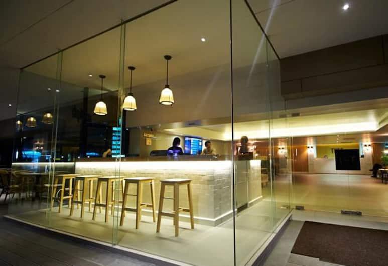 Thee Bangkok Hotel, Бангкок, Бар в отеле