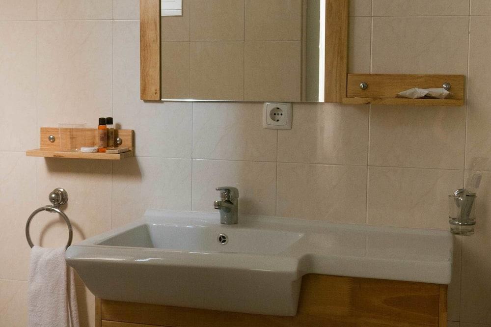 ห้องสแตนดาร์ดซิงเกิล, เตียงเดี่ยว 1 เตียง, วิวสวนหย่อม - อ่างล้างมือ