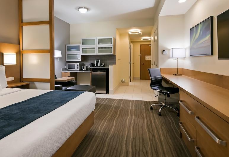Best Western Plus Sawridge Suites, Fort McMurray, Standard Room, 1 King Bed, Accessible, Refrigerator & Microwave, In-Room Kitchenette