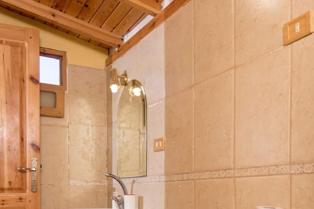 Standard Bungalow, 3 Twin Beds - Bathroom Sink