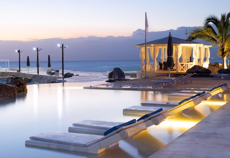 Tracadero Beach Resort, San Rafael del Yuma, Piscina