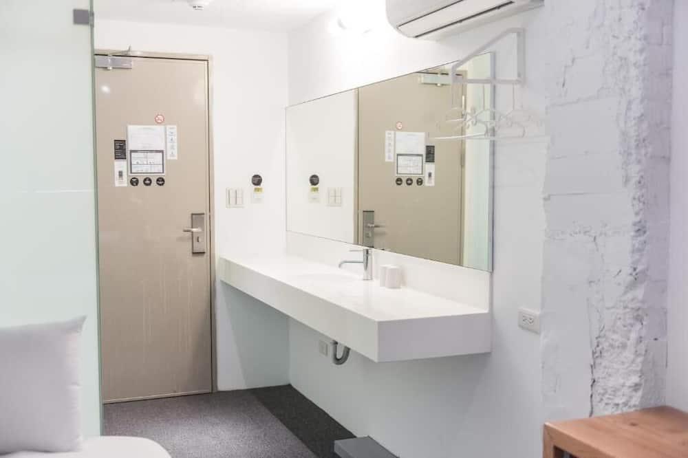 Friend Bunk Room - Bathroom