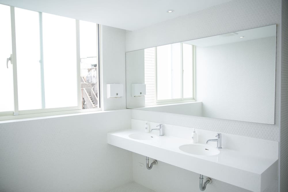 Shared Dormitory (Deluxe Female 6 Bed) - Bathroom