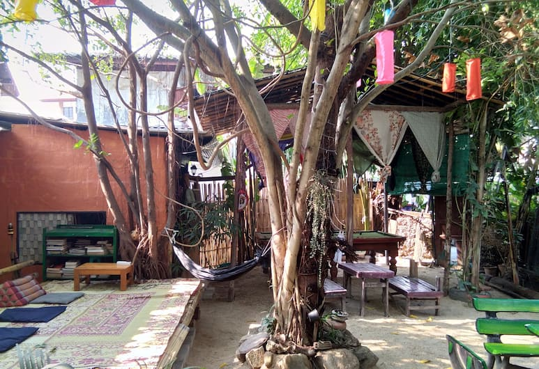 SDT Home, Chiang Mai, Cour