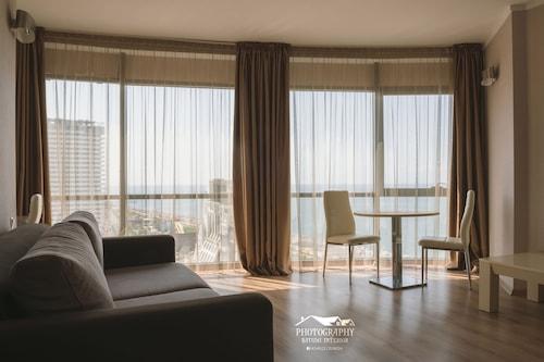 絲綢之路海之塔巴圖尼公寓飯店/