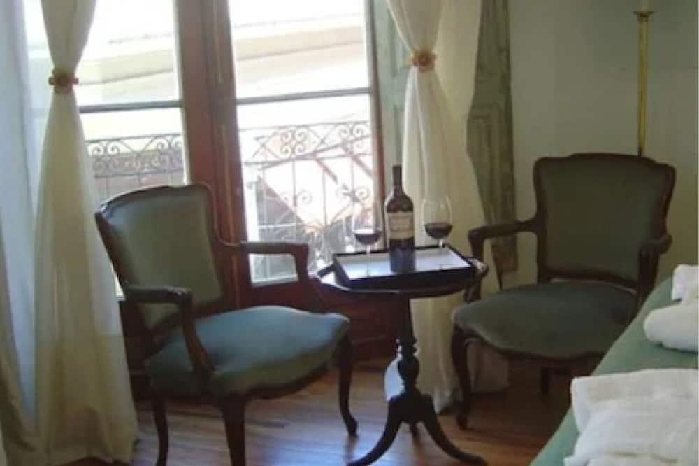 Superior-Doppel- oder -Zweibettzimmer - Essbereich im Zimmer