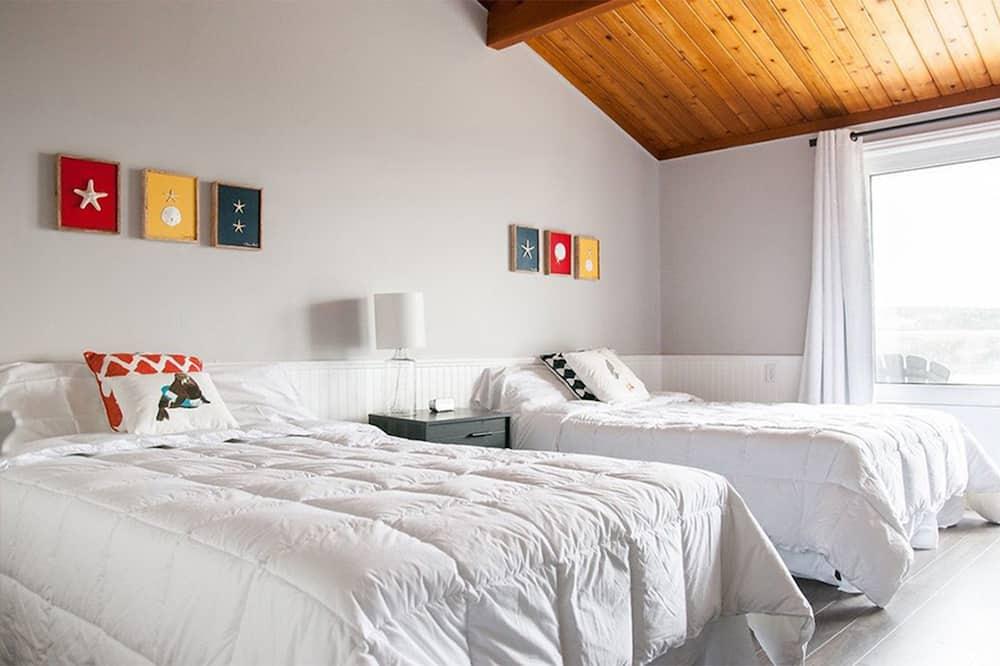 חדר פרימיום, 2 מיטות זוגיות, מרפסת, נוף לאגם - תמונה